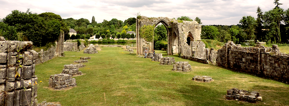 Ruines de l'Abbaye de Saint-Evoult Notre Dame du Bois